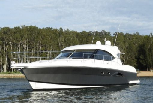 Smartboating-Riviera-4700SY-front-view